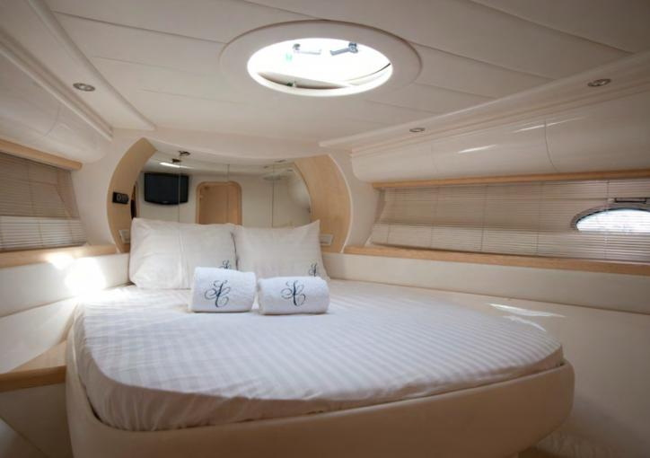 Pershing 46 Yacht bedroom, King size bed, Pillows