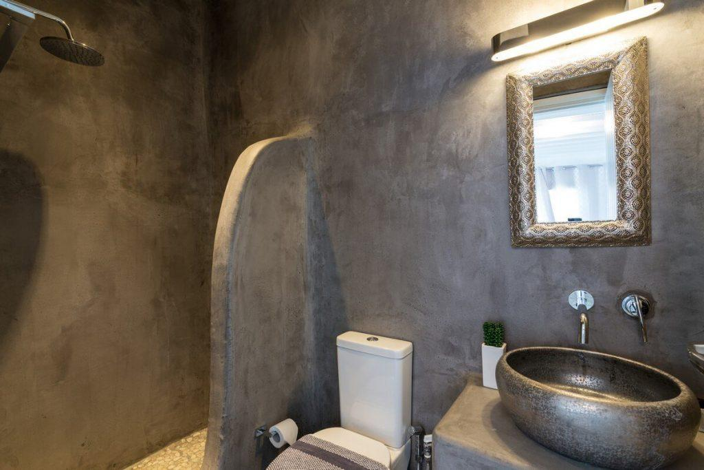 bathroom with shower and wall lamp