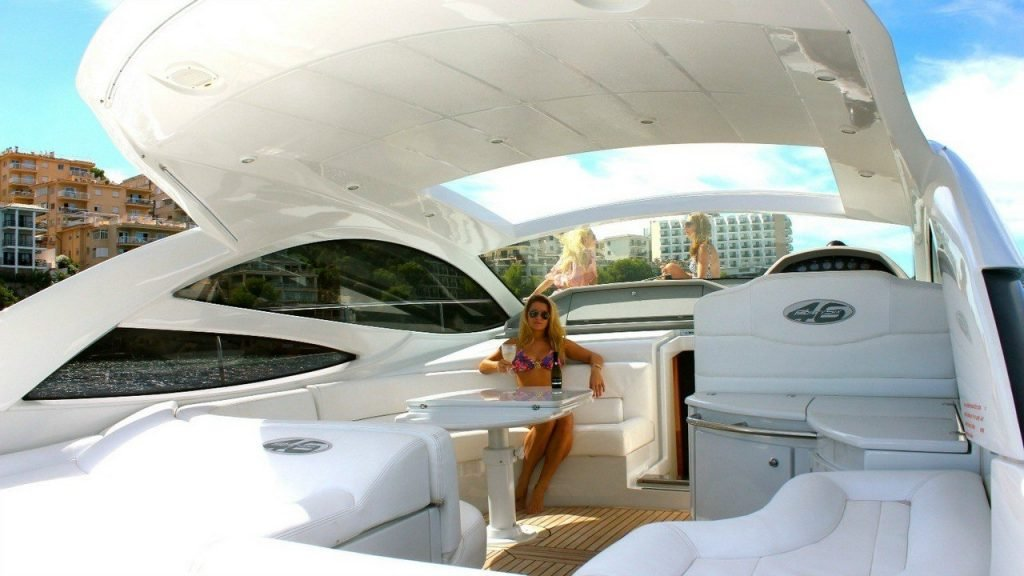 Pershing 46 Exterior of the yacht, Back deck, Outdoor rest area, Sofa, Table