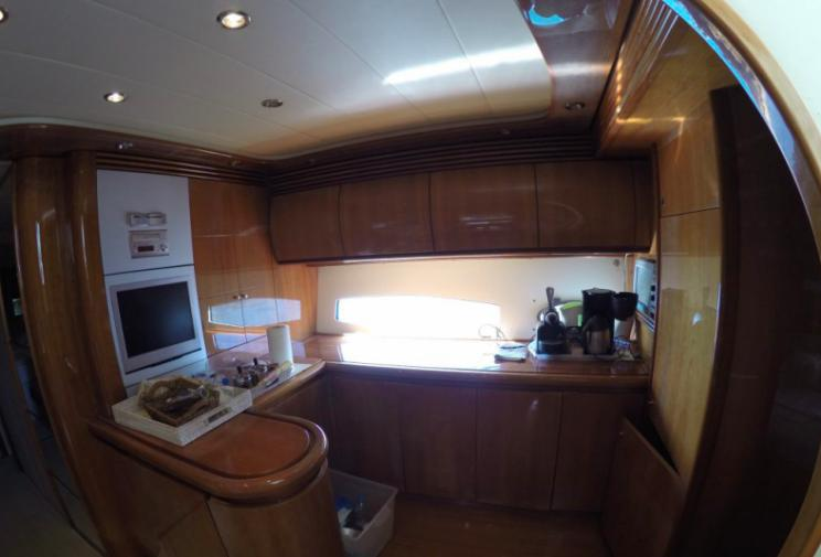 Pershing 65, Express, cabin, kitchen, bar, fridge, cupboard, oven, sink