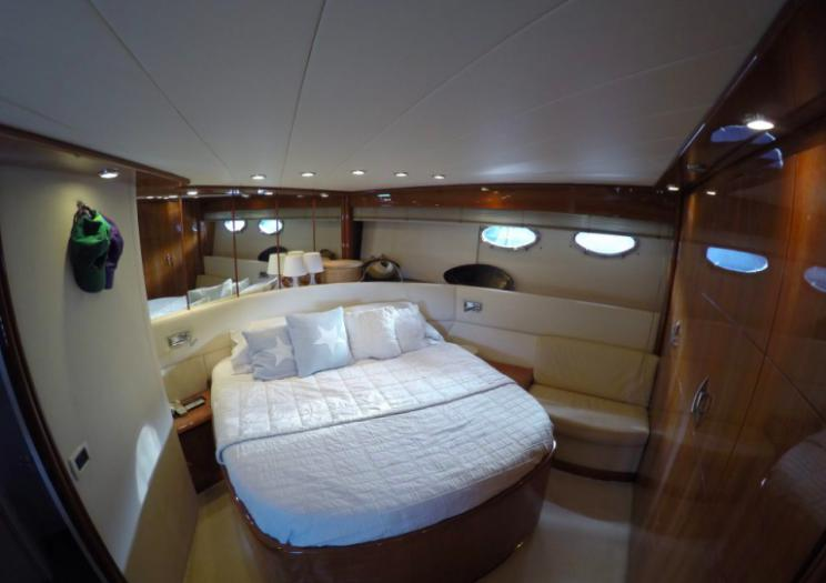 Pershing 65, Express, cabin, bedroom, queen size bed, pillows, mirrors, wardrobe