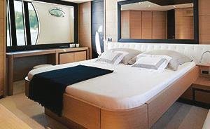 Pershing 72 Mykonos, Bedroom, King size bed, Wall mirror, Towel