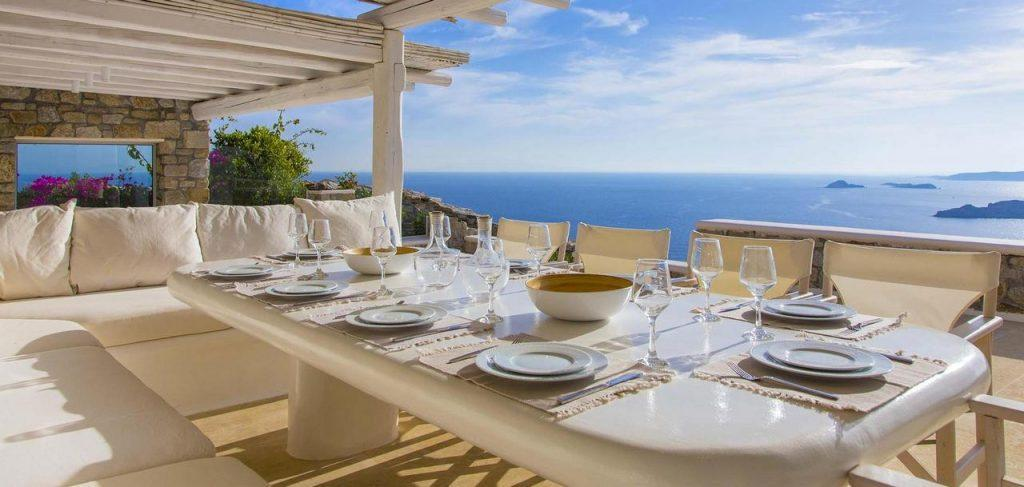 perfect place for an elegant lunch with a beautiful sea view