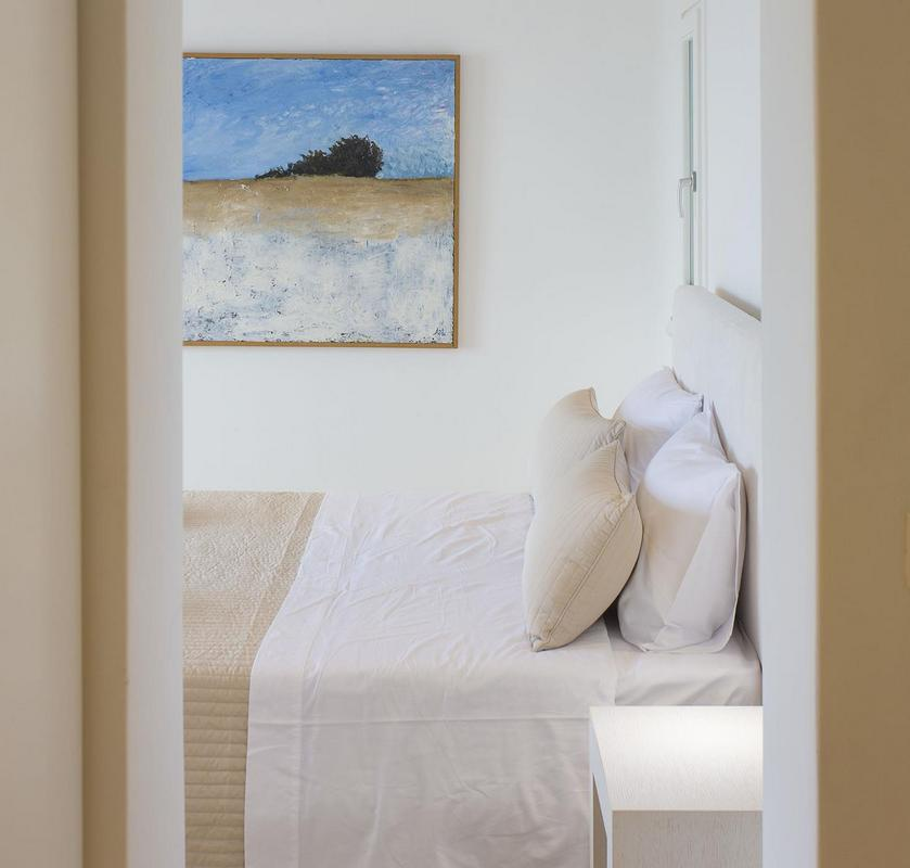 bedroom with king size bed and a vivid picture