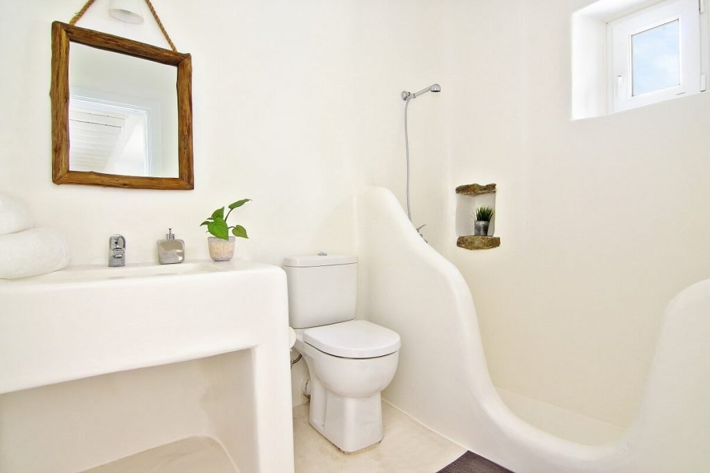Villa Jennifer Fanari Mykonos 2nd bathroom, shower, mirror