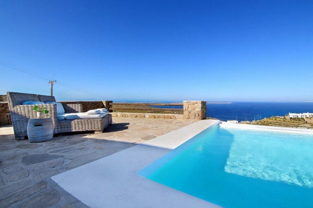 Villa Jennifer Fanari Mykonos swimming pool, sun bed