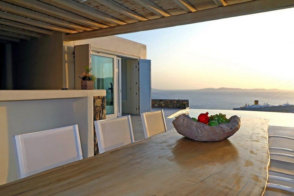 outdoor area for eating and enjoying breathtaking horizon view