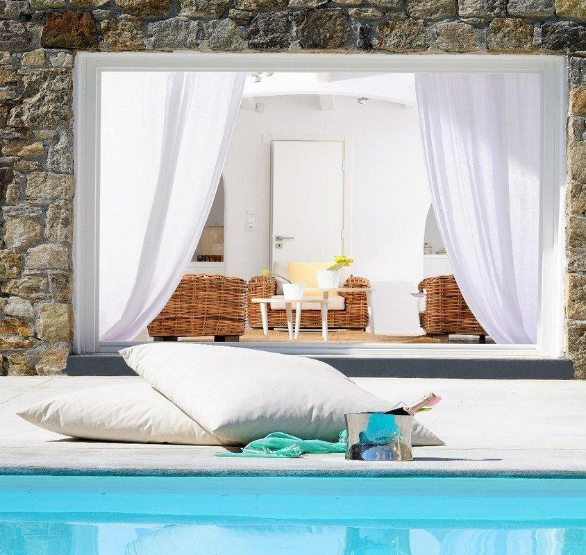 Villa Nea Kanalia Mykonos pillows, swimming pool