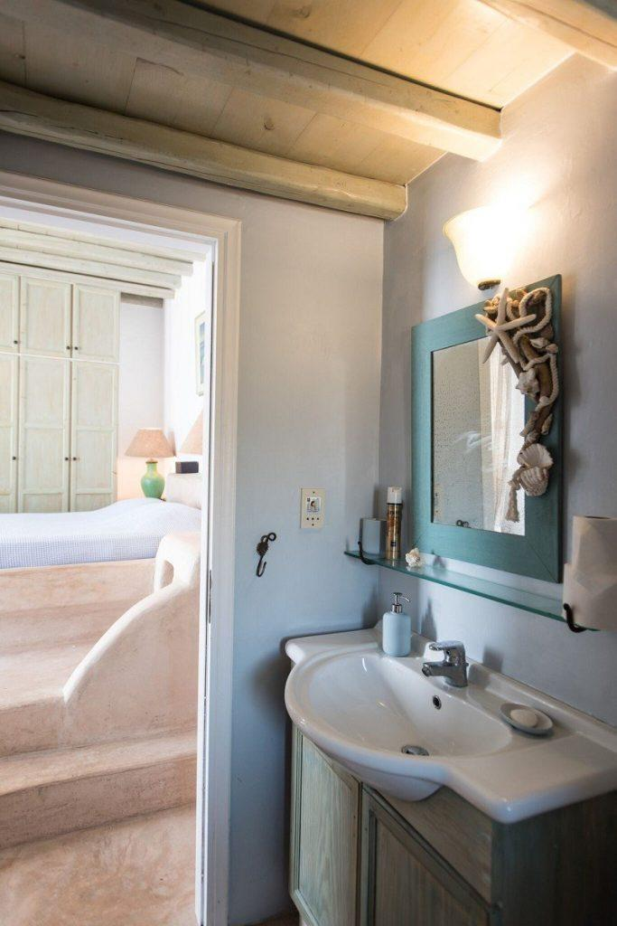 bathroom with unusually designed mirror frame