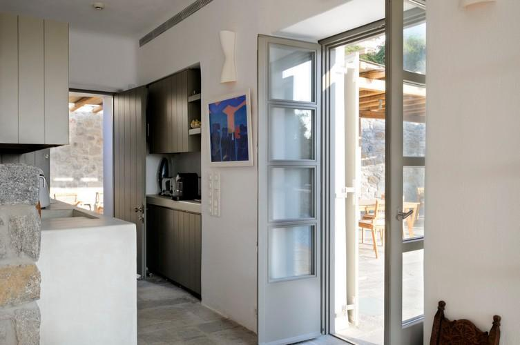applied designed and integrated kitchen elements and appliances
