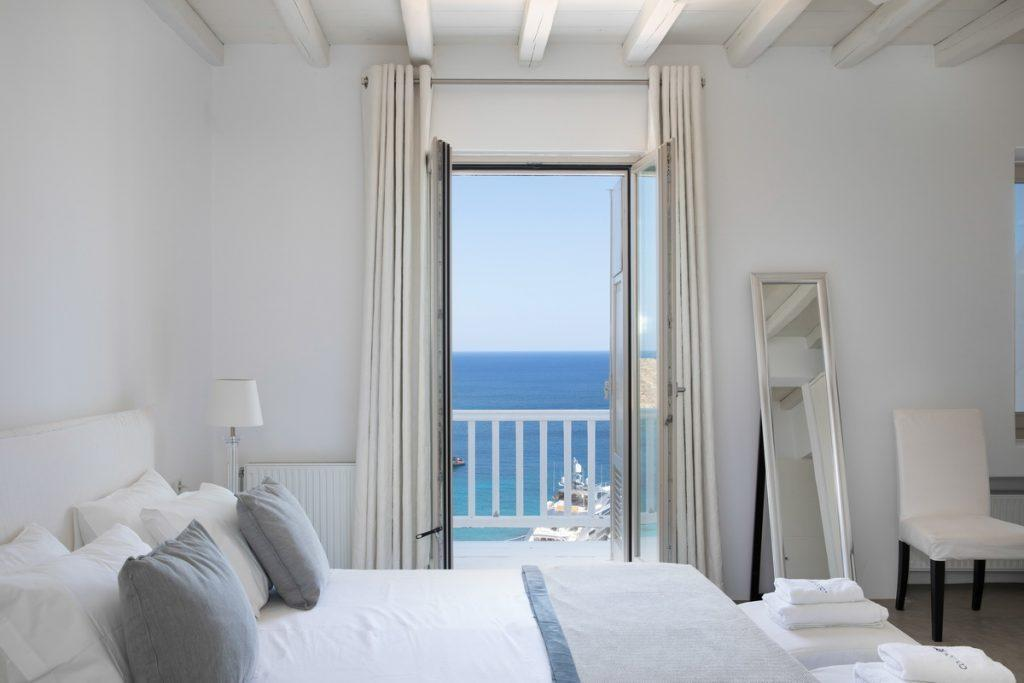 bedroom with comfort bed and terrace