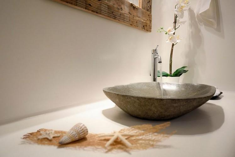 bathroom with sink and flowers