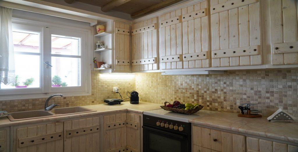 Villa-Carelia_16.jpg Kalafatis Mykonos, kitchen, drawers, shelves, sink, toaster, fruits, bowl, oven, coffee maker
