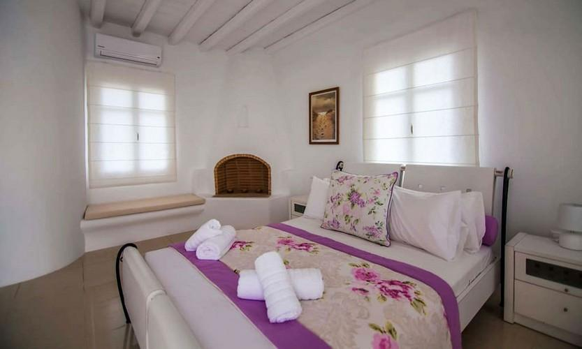 Villa_Star1_16.jpg Kanalia Mykonos 4th Bedroom, double bed, pillows, towels, lamp, night table, air condition