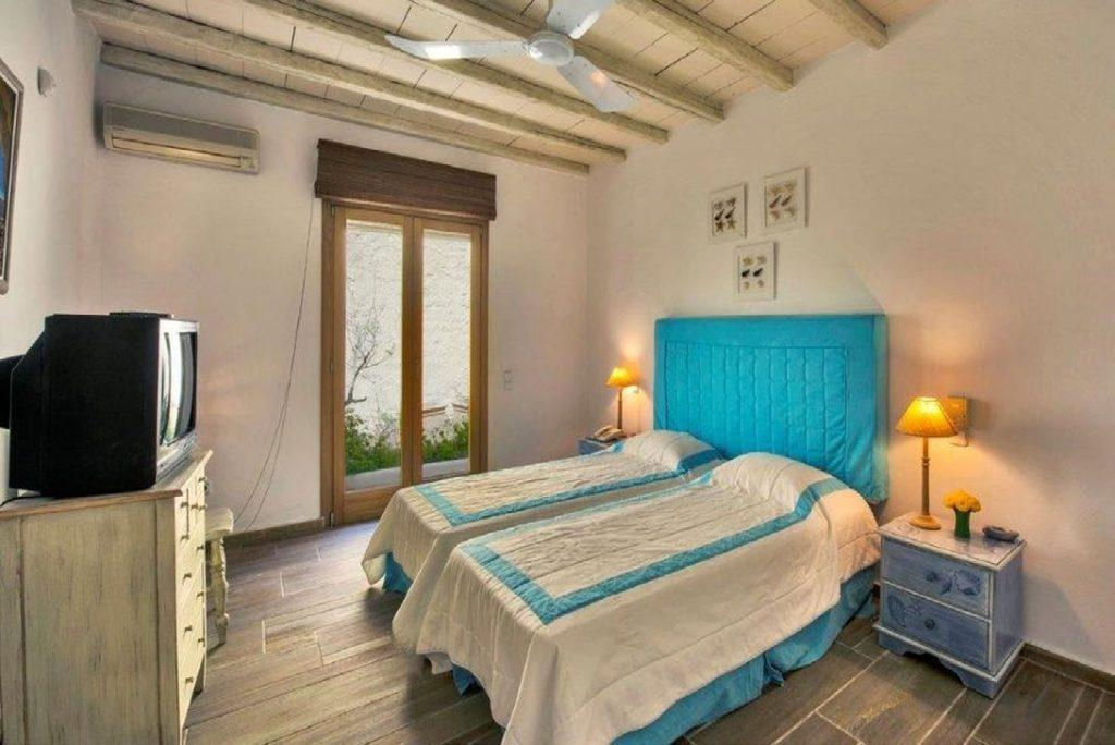 Villa Felicia Agios Lazaros Mykonos, 1st bedroom, double bed, lamps, nightstands, lamps, AC, TV, drawers, chair