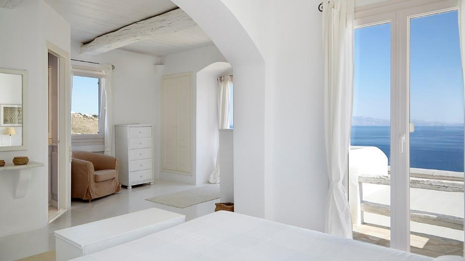 bedroom with breathtaking horizon sea view