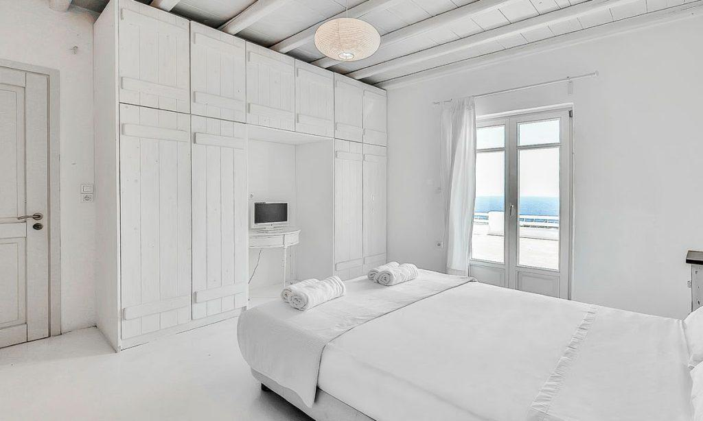 Villa-Aeneas-1_22.jpg Super Paradise Mykonos, 2nd bedroom, king size bed, towels, pillows, flat screen TV, closet, drawers, curtain