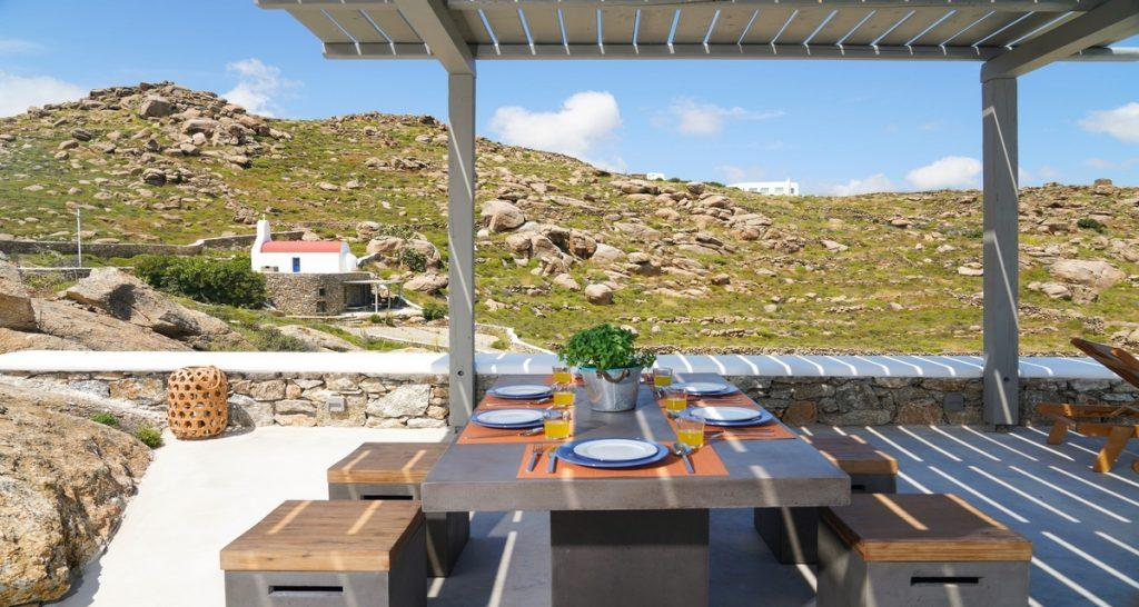 Villa-Futura_02.jpg Pirgi Mykonos Outdoor Dining area, table, chairs, climbers, sea, sky, horizon