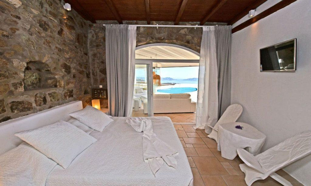 bedroom for couples with direct view to outside