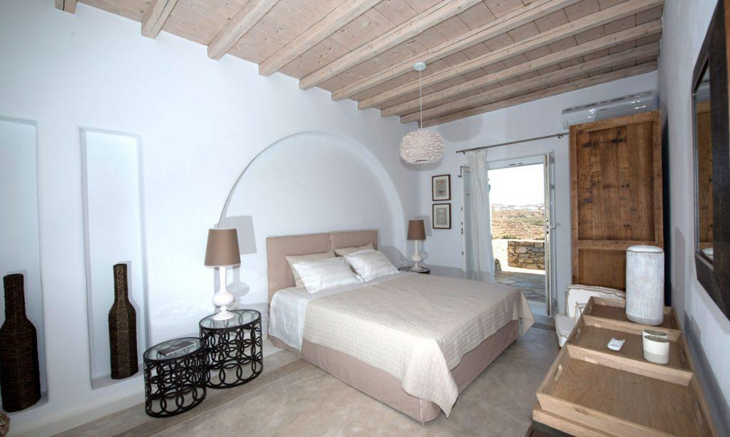 Villa Icarus I, Psarrou, Mykonos, Master bed, Lamps, Closet, Outdoor view, Mirror
