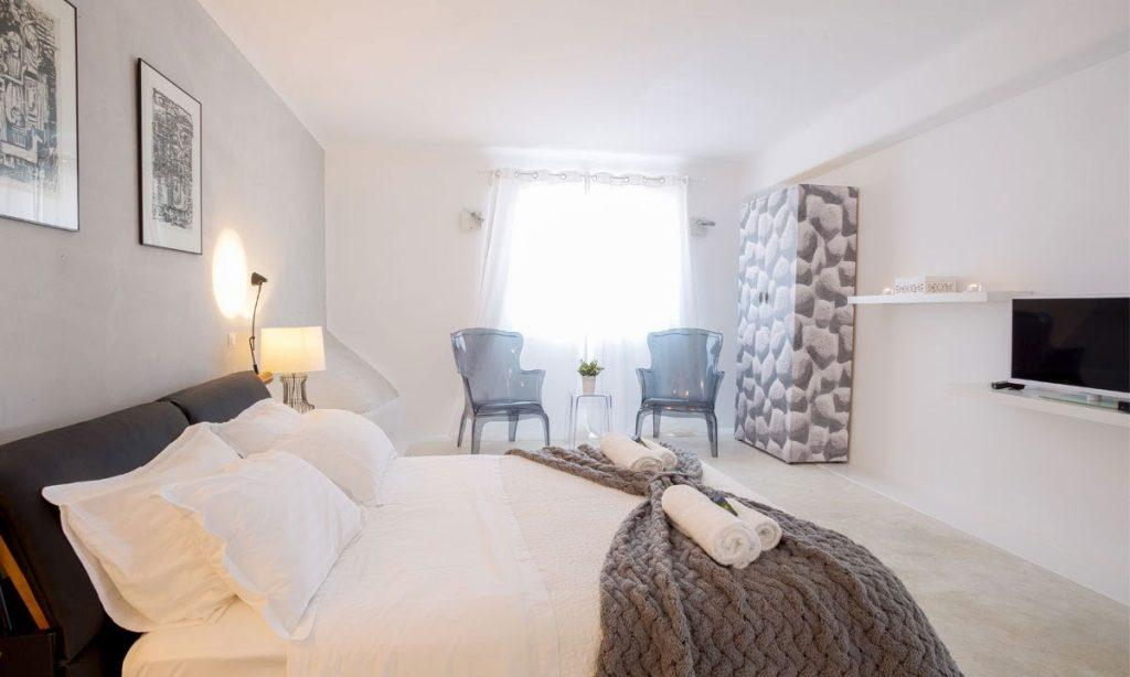 Villa Ida, Super Paradise, Mykonos, Bed, Master bed, Chairs, Curtains, Pictures, Table, Lamps, Pillows, Towels, Windows, Flat screen TV