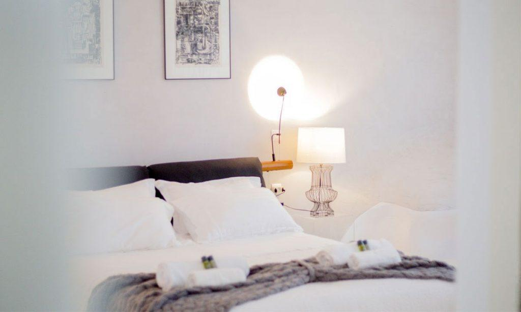 Villa Ida, Super Paradise, Mykonos, Bed, Master bed, Pictures, Table, Lamps, Pillows, Towels, Windows