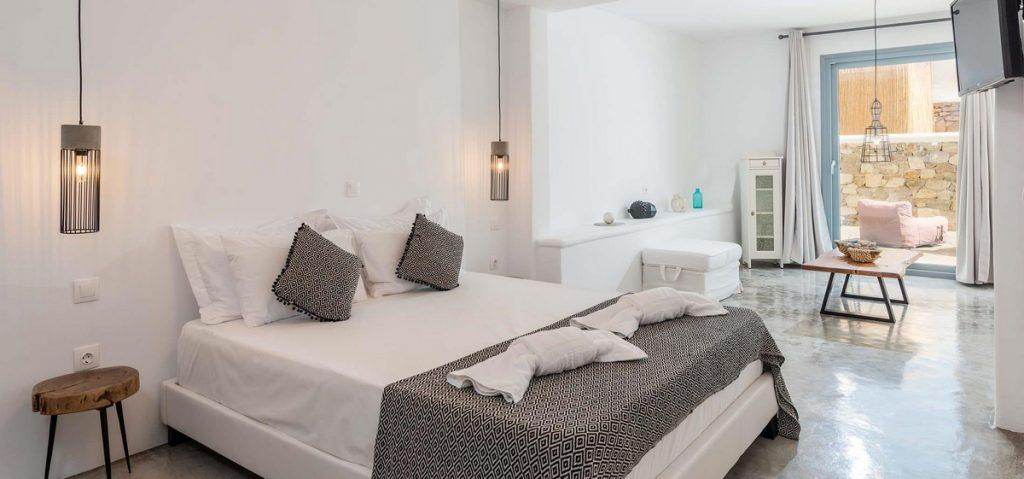 Villa-Irena_18.jpg Agios Stefanos Mykonos, 1st bedroom, king size bed, pillows, towels, nightstands, flat screen TV, curtains, table