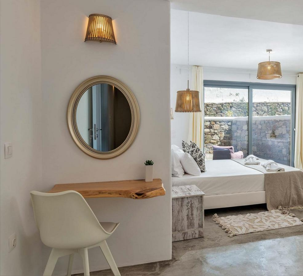 spacious room with daylight coming from huge terrace door