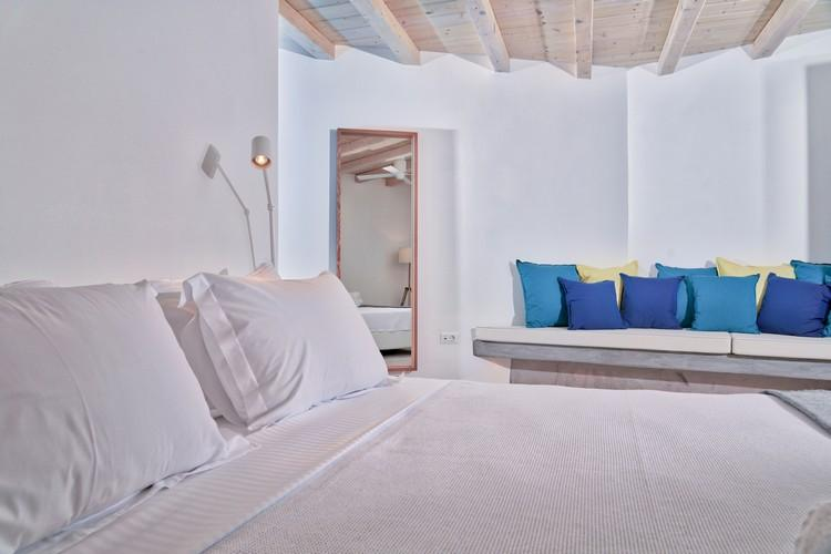 Villa_Gene_49-1.jpg Kalafatis Mykonos 2nd Bedroom, bench, pillows, bed, mirror