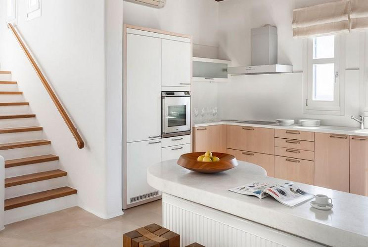 full equip kitchen with still oven and fridge