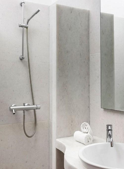 bathroom with ceramic sink and soft towels
