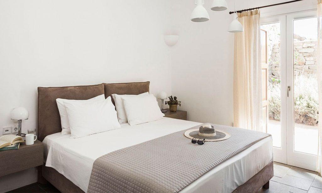 Villa-Agda_36.jpg Agios Ioannis Mykonos, 6th bedroom, double bed, hat, sunglasses, nightstands, lamps