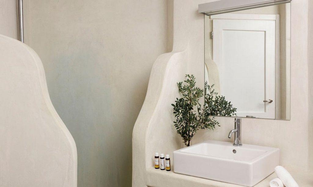 Villa-Agda_40.jpg Agios Ioannis, bathroom, mirror, shower, washstand, flowers, vase