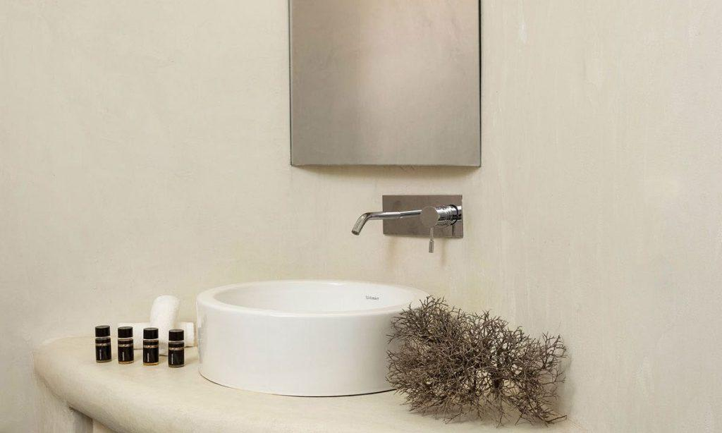 Villa-Agda_42.jpg Agios Ioannis, bathroom, mirror, washstand, flower, soap