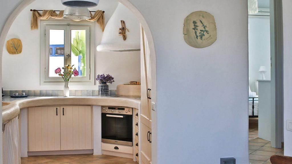 kitchen with still oven and ceramic plate