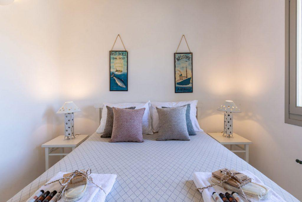 Villa-Camelia_28.jpg Agrari Mykonos, 2nd bedroom, bed, nightstands, lamps, towels, pillows