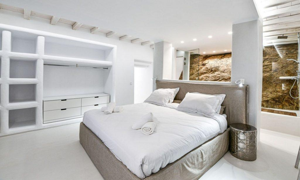 Villa Gael I Chora, Mykonos, Master bed, Closet, Shower, Sleeping room, Pillows, Towels