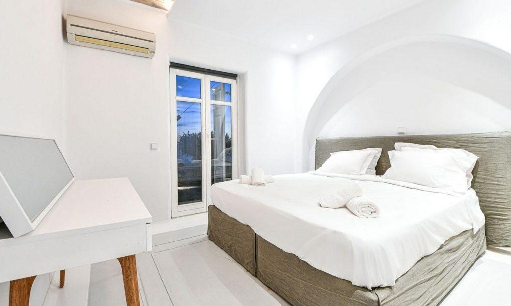 Villa Gael I Chora, Mykonos, Master bed, Closet, Sleeping room, Pillows, Towels, A/C, Outdoor view