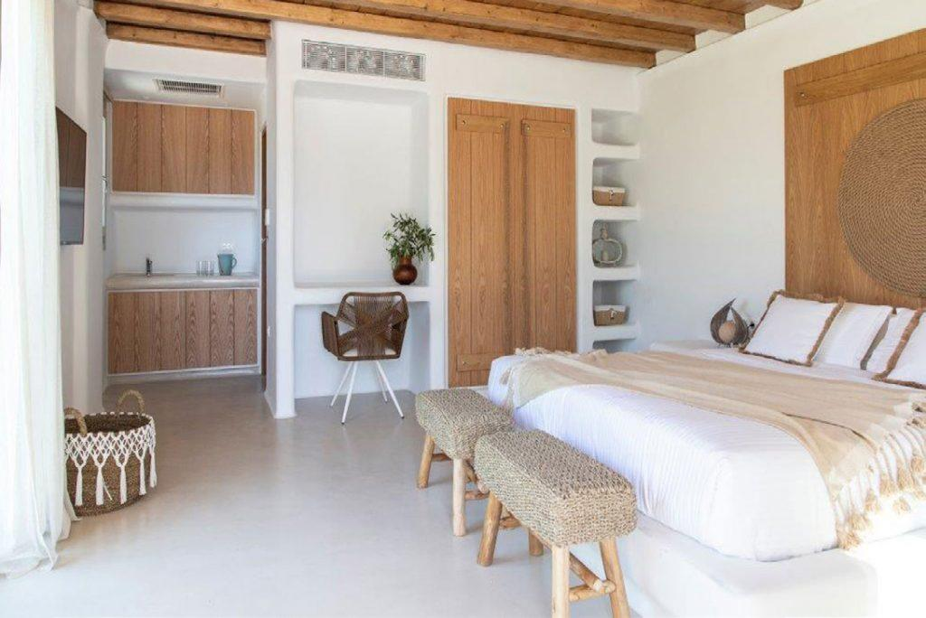 Villa-Sabina_42.jpg Kounoupas Mykonos, 1st bedroom, king size bed, pillows, basket, flat screen TV, desk, chair, shelves