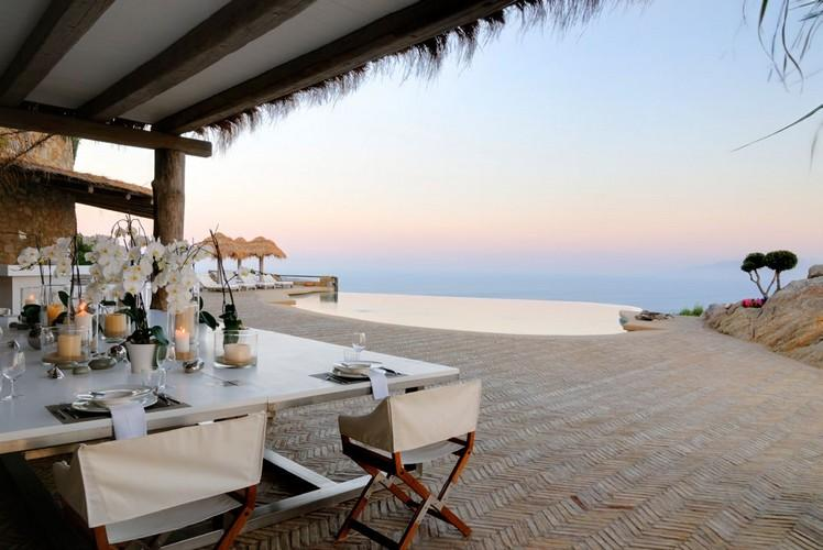 outdoor dining area to enjoy in breakfast with a view