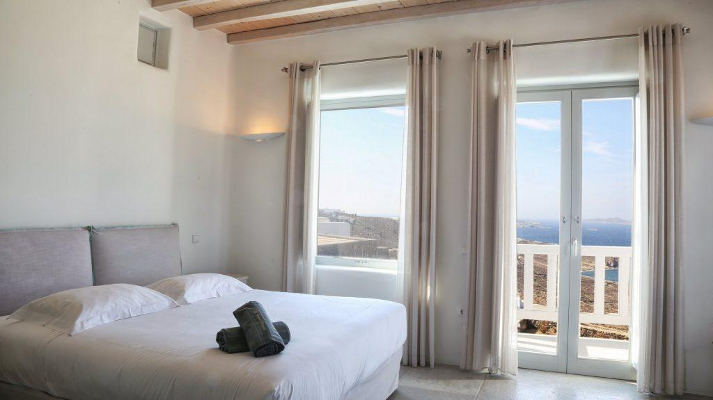 bedroom interior is just like a sunset, perfect for honeymoon and view of sunrise