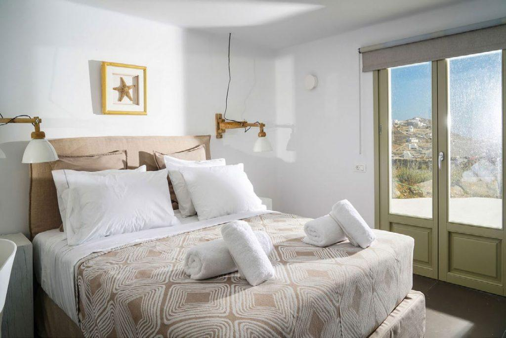 Villa Umabel, Agios Stefanos, Mykonos, Sleeping room, Pillows, Towels, Windows, Sky, Picture, Bed, Lamp