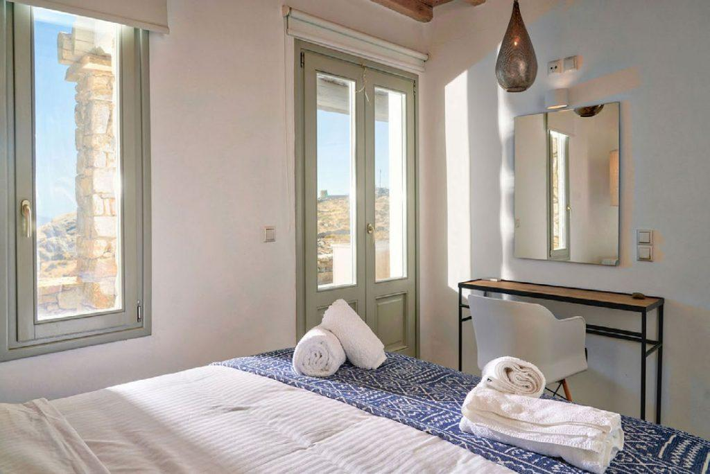 Villa Umabel, Agios Stefanos, Mykonos, Sleeping room, Pillows, Towels, Windows, Sky, Picture, Bed, Lamp, Mirror