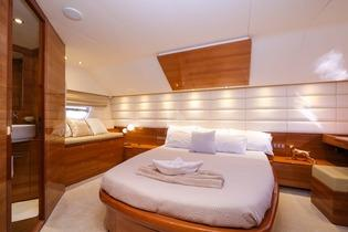 Yacht_Noe_07.jpg 2nd Bedroom, bed, pillows, towels, bench, lamp