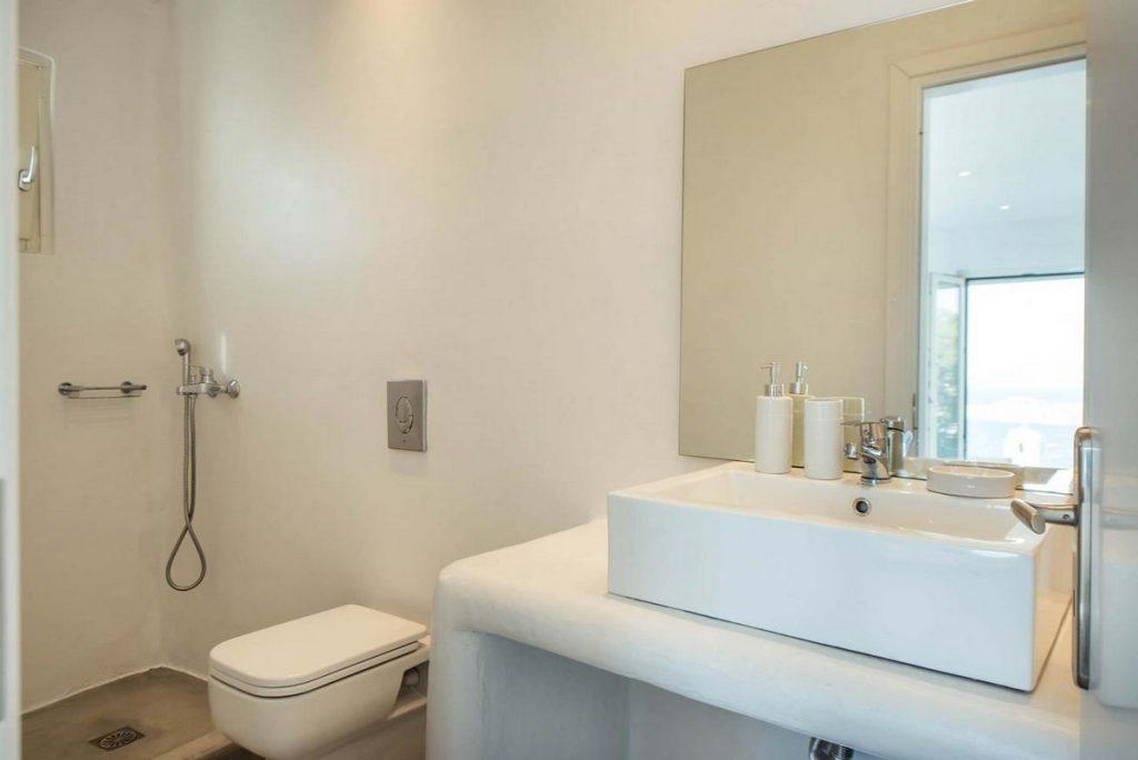 nice white bathroom with daylight and large mirror