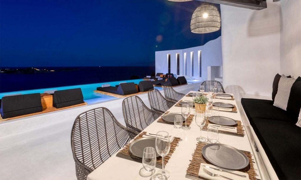 ideal area for throwing a party or enjoying the dinner with friends in the evening