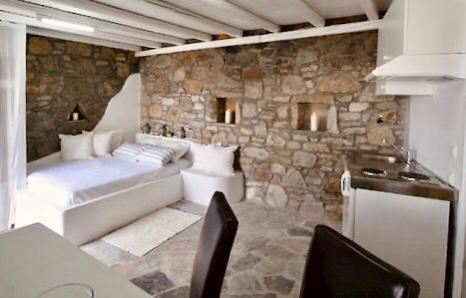 bedroom with comfort bed and soft pillows