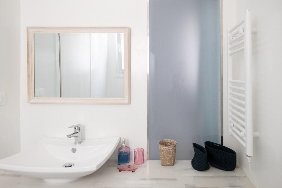 bathroom with mirror and unique shape washstand