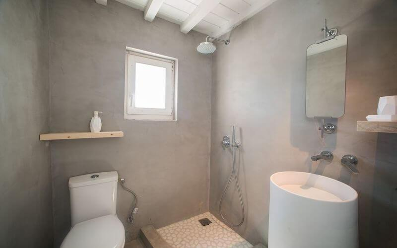 bathroom with round ceramic sink and wall mirror