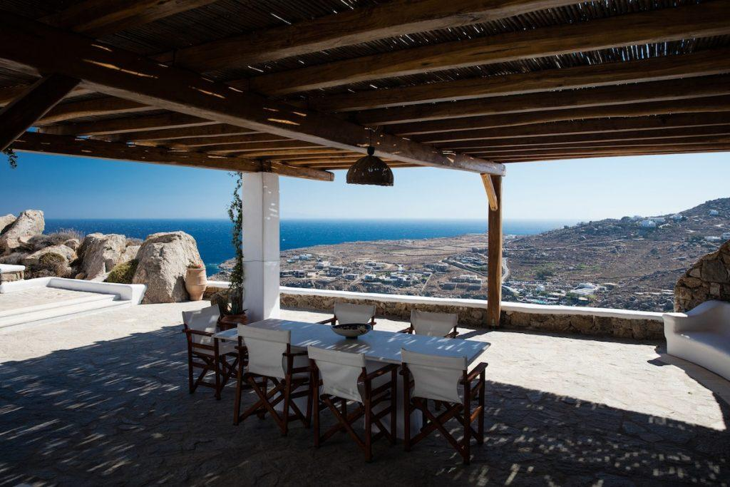 comfortable environment for eating with beautiful views